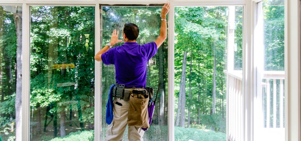 WindowGenie Tech Installing Window Tinting