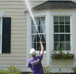 man power washing house